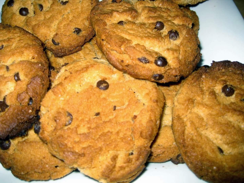 vegan peanut butter chocolate chip cookies erdnussbutter schoko cookies rezept petitchef. Black Bedroom Furniture Sets. Home Design Ideas